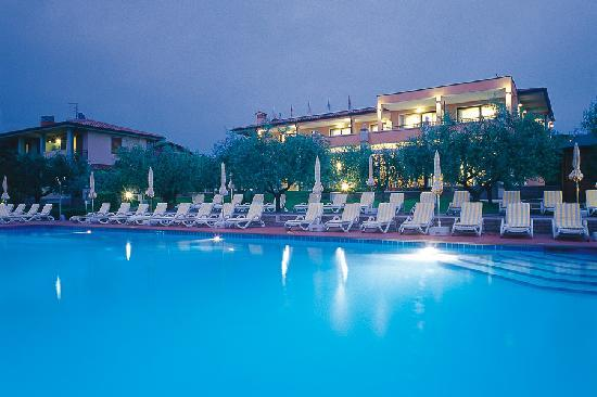 Hotel Villa Olivo: Piscina