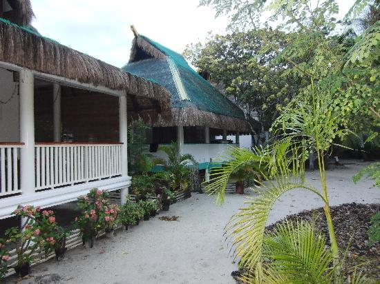 AABANA Beach & Watersport Resort Malapascua: der hintere bugalow ist der casaviva