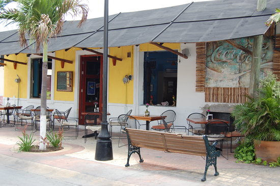 Le Chef Cozumel: From the street