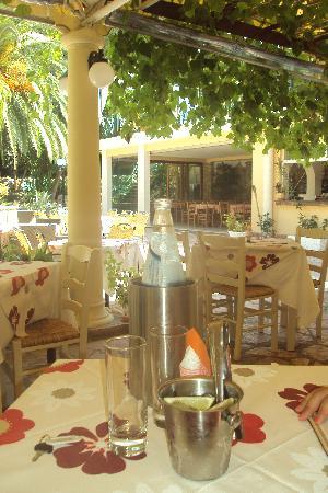 Nereids Restaurant & Bar: I tavoli all'aperto
