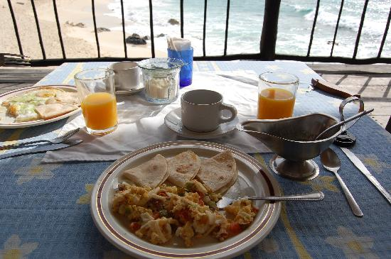 Ventanas al Mar: Yummy breakfast, seaside, every morning!
