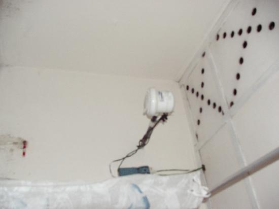 Hotel Internacional JM: Bathroom