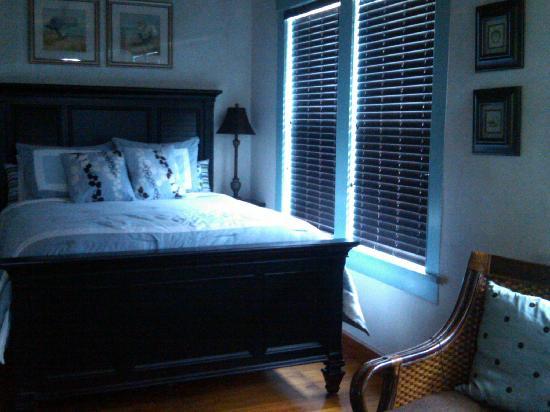 إن أون ذا بيتش: Bedroom