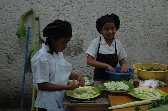 KIDS Restaurant: Preparing dinner