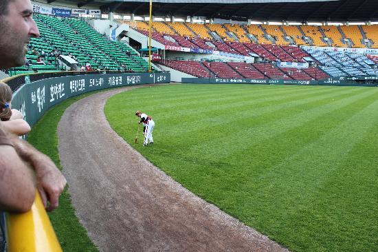 Jamsil Baseball Stadium: warm up