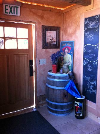 Rusty Grape Vineyard Restaurant: Everyone is welcome and the decor is fun