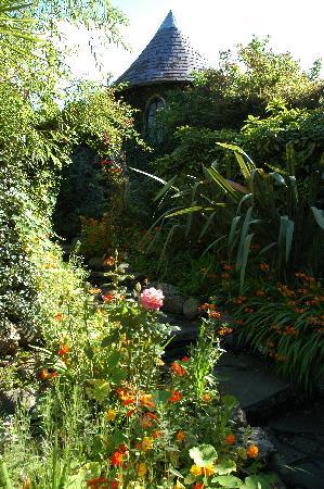 Ballygally Castle : the Ballygally Hotel garden