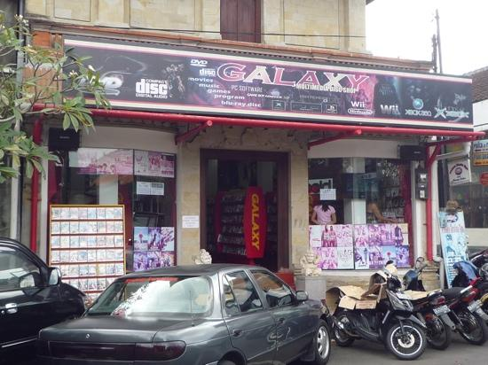 อูบุด, อินโดนีเซีย: Shop selling copied DVD movies/TV series, music, computer games/software