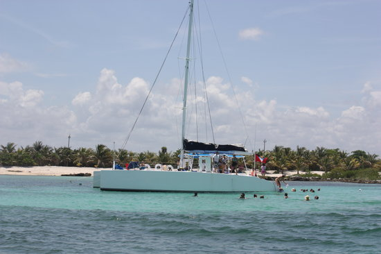 Paradise Catamarans: Getting ready to snorkel