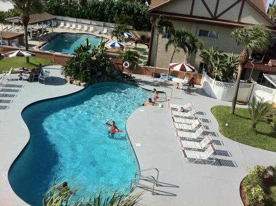 Long Key Beach Resort & Motel: great pool with waterfall