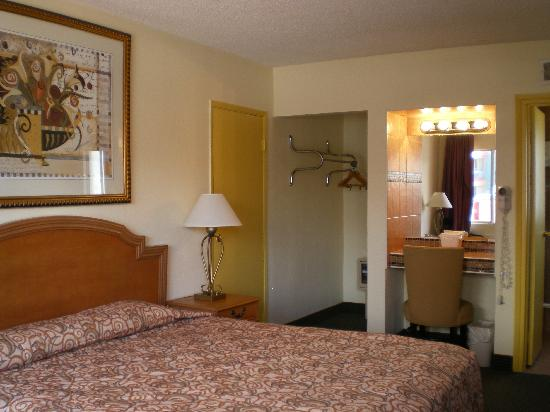 Travelodge Las Vegas: Standard King Room