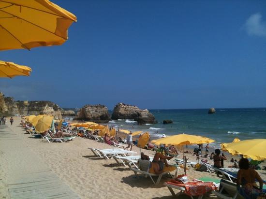 Hotel Luar: het strand voor het hotel