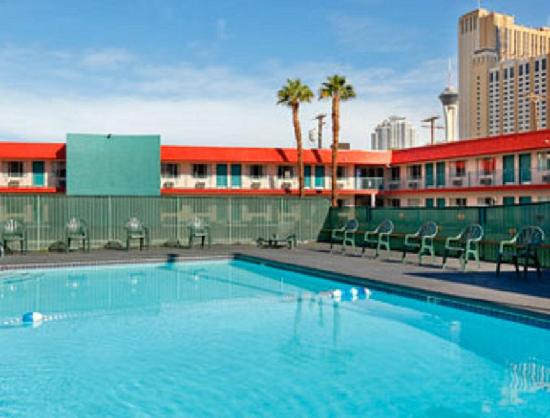 Travelodge Las Vegas: Pool