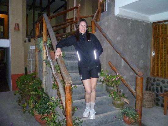 هوستل لوس أندينيس: escalera de habitacion