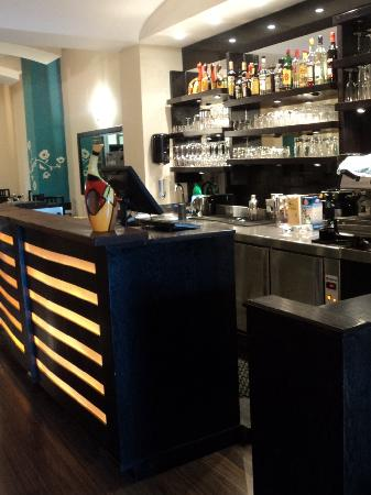 Aroma Restaurant & Wine bar: The Bar-counter
