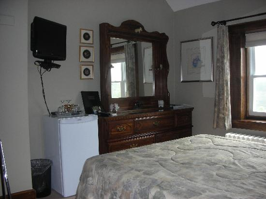 Greystone Manor Bed & Breakfast: Opal Room