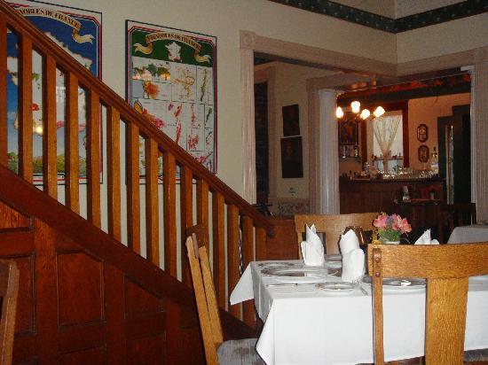 Le Petit Chablis: Cozy dining room