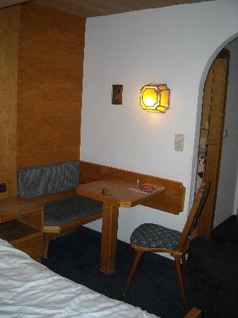 Altpradl Hotel : Angolo con stube