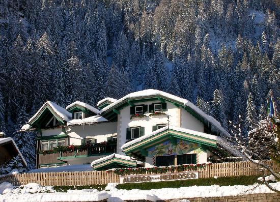 Hotel Piedibosco - Moena, Val di Fassa: Inverno sulla neve