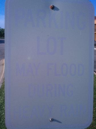 Courtyard Chicago Arlington Heights/South : close up of non readable sign