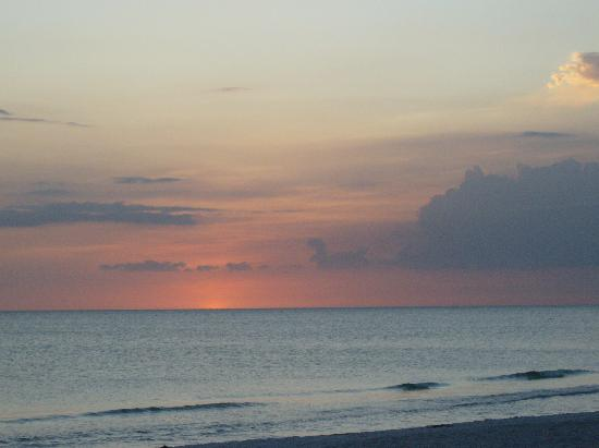 Anna Maria Island Dream Inn: Beautiful sunsets.