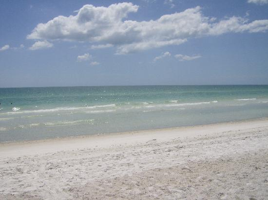 Anna Maria Island Dream Inn : Sunny day at the beach.