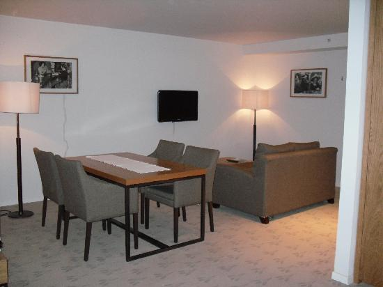 The Granary - La Suite Hotel: living area