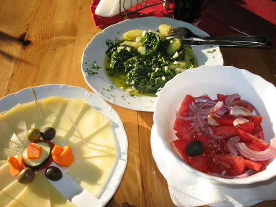 Vela Luka, Kroasia: blitva, tomato sallad and cheese, all locally produced and delicious