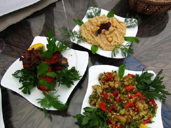 Sultan Cave Suites: Lunch at the hotel's restaurant