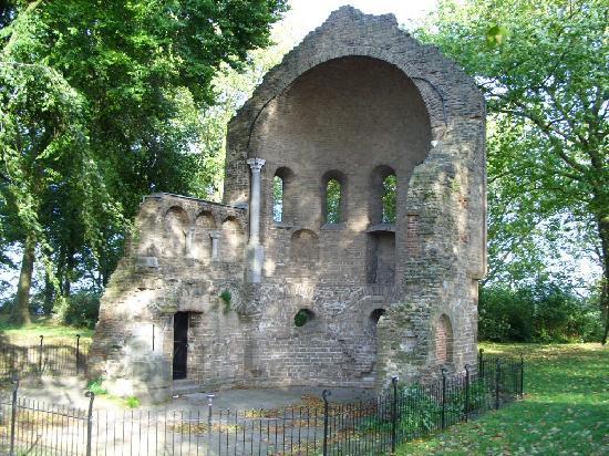 Valkhof Park: Roman Ruins
