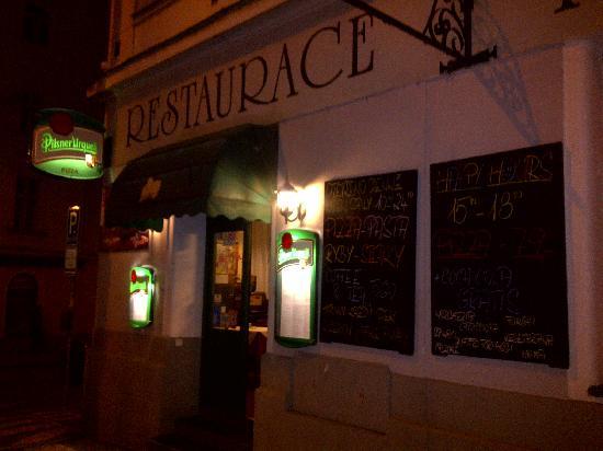 Restaurace Pod Viktorkou : The street door