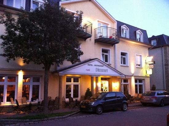 Dimmer Hotel: voorzijde hotel