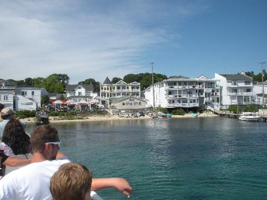 Main Street Inn and Suites: Coming into the island from ferry