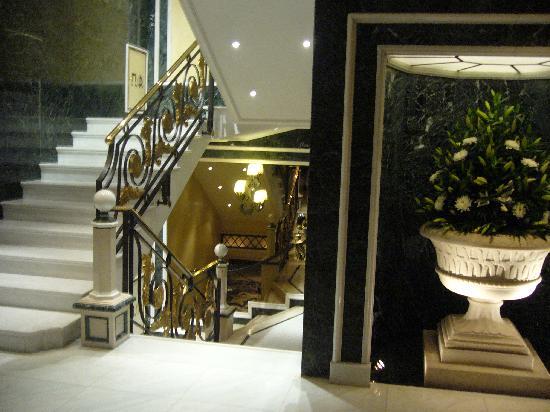 โรงแรมรอยัล โอลิมปิค: hall