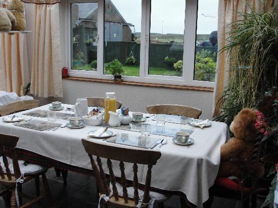 Bencorragh House: tavolo sala colazione