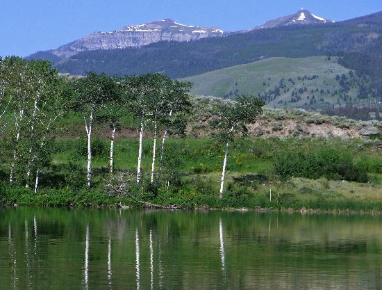 Hubbard's Yellowstone Lodge : Merrell Lake