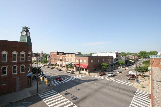 Courtyard Statesville Mooresville/Lake Norman: Enjoy a walk through history in Historic Downtown Statesville