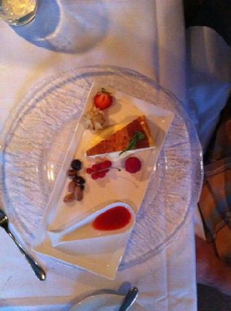 Maki: Signature cheese cake (Ostekake) - yummy!
