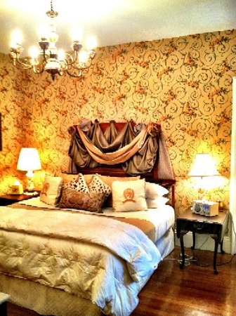 Vienna Historic Inn and Restaurant: The King's Suite is located on the 2nd level of the Inn - ask for the Konigzimmer Suite