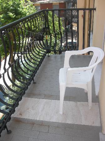 Hotel San Leo: L'ampio terrazzo della camera