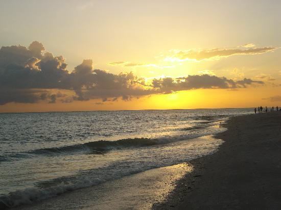 Sunset Beach Inn: most buetiful sun set