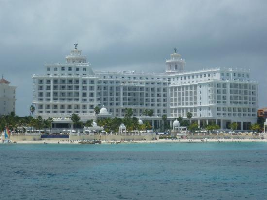 Hotel Riu Palace Las Americas: hotel from a boat trip