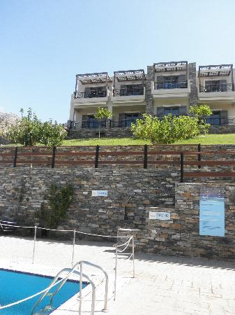 Aegea Hotel : The pool and the rooms