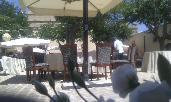 Baglio Oneto Resort and Wines: Picture of the patio