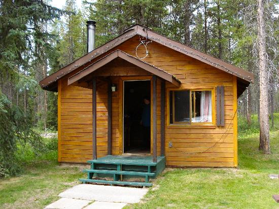 Castle Mountain Chalets: One of the Pine Cabins