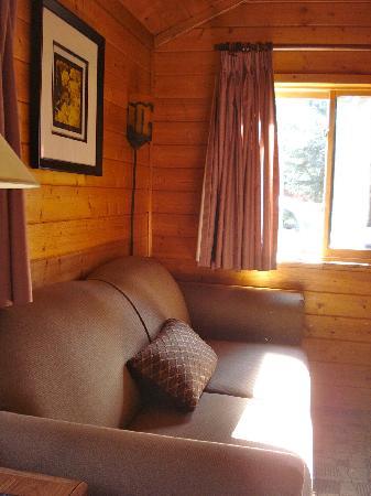 Castle Mountain Chalets: Inside a Pine Cabin