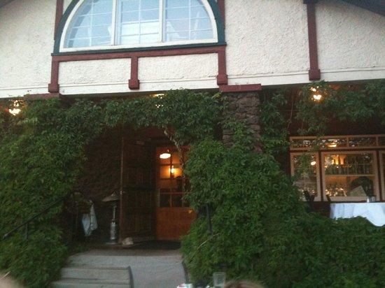 Shiloh Steakhouse: entrance