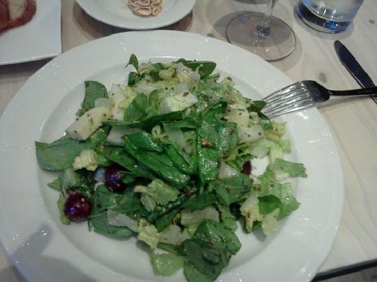 Lievito Pizzeria: Romaine and spinach salad