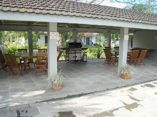 Pacific Lagoon Apartments: BBQ area