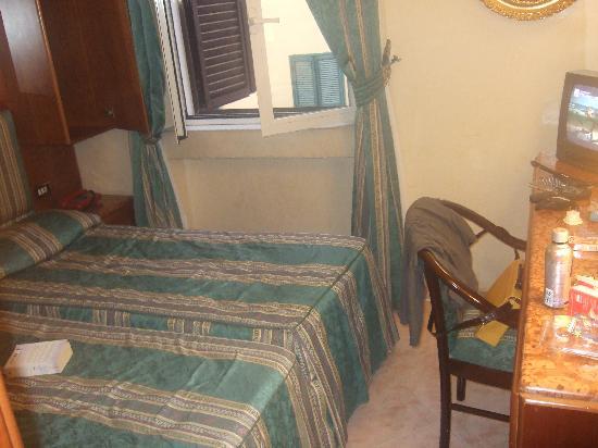Hotel Luce: Smallest room I've ever seen